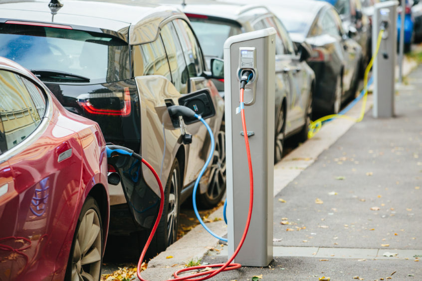 electric cars get battery plug-in charger station